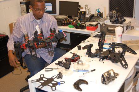 Che  Visits Trossen Robotics